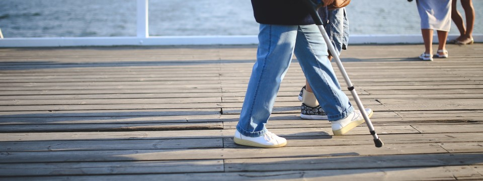 woman-walking-jeans-pier
